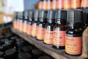 Étagère d'huiles essentielles pour des massages aux huiles essentielles