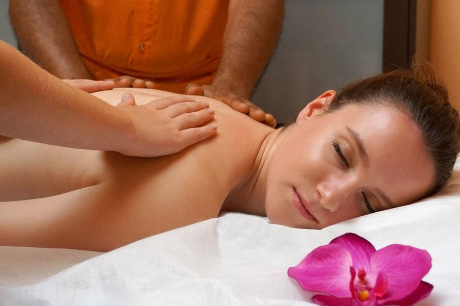 Massage aux huiles essentielles inspirées de l'Ayurveda