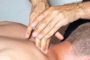 Massage des trapèzes descendant