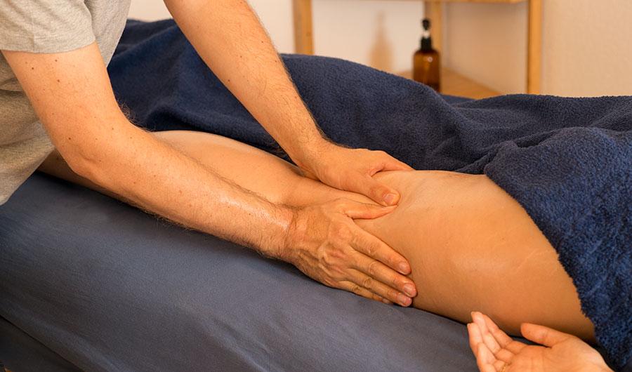 Massage améliorant la circulation dans la jambe